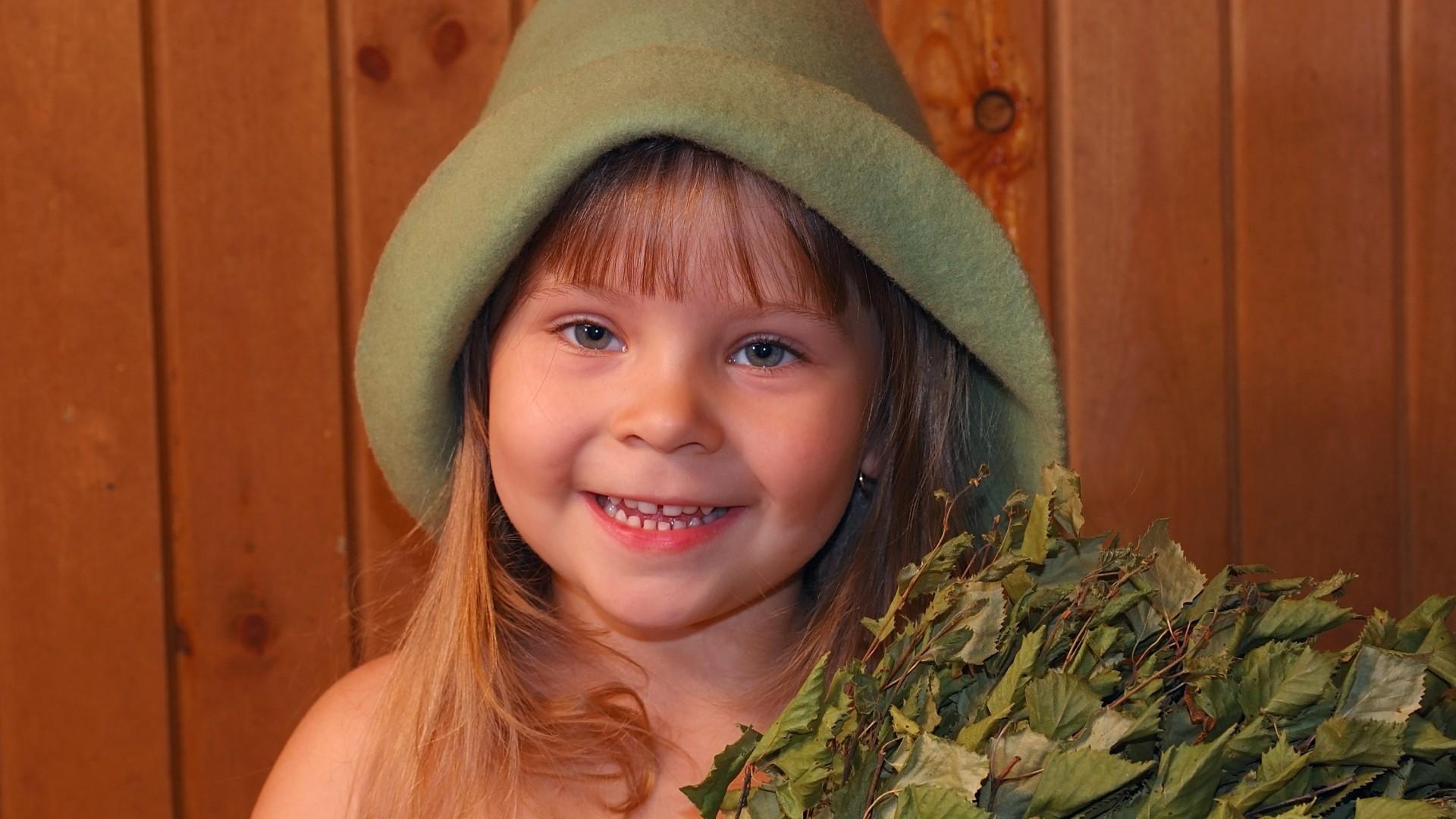 Прически на средние волосы для девочек 7 лет