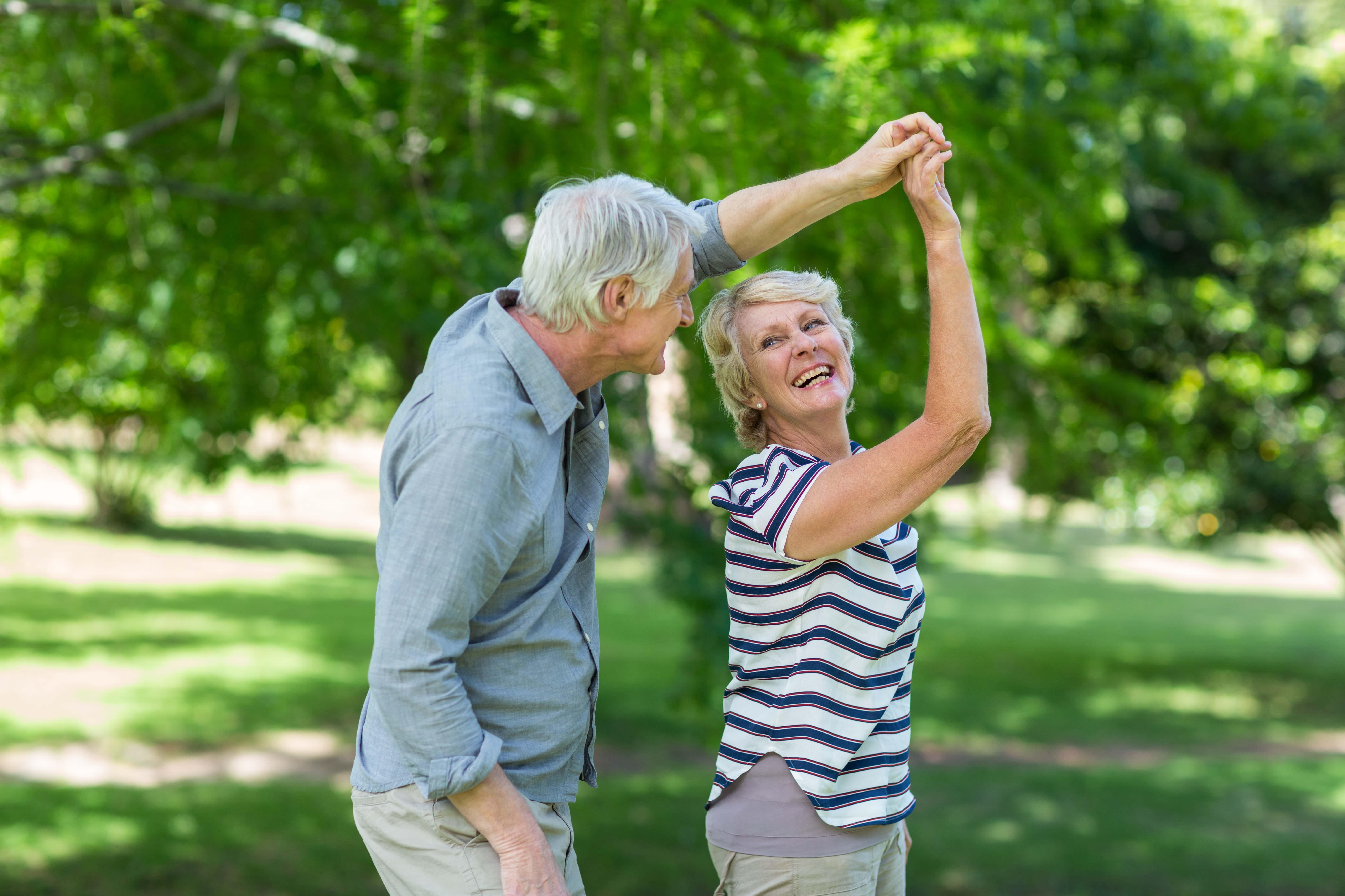 Танец пожилых людей картинки даже